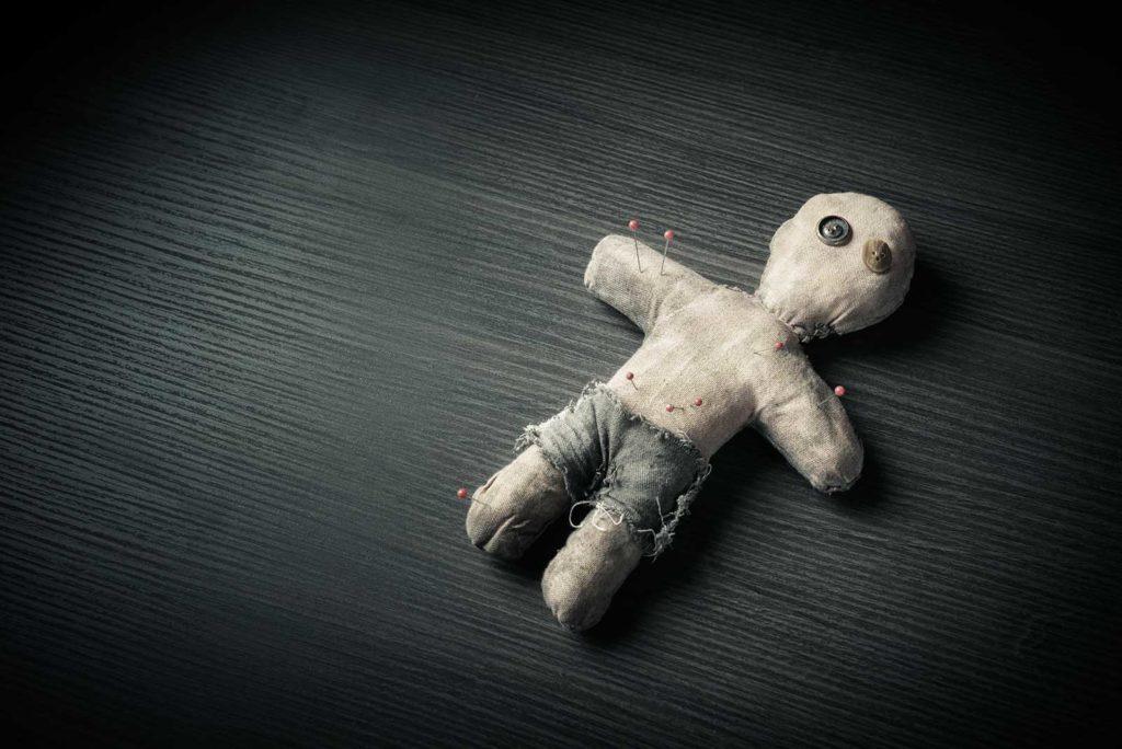 Bild einer Voodoo Puppe