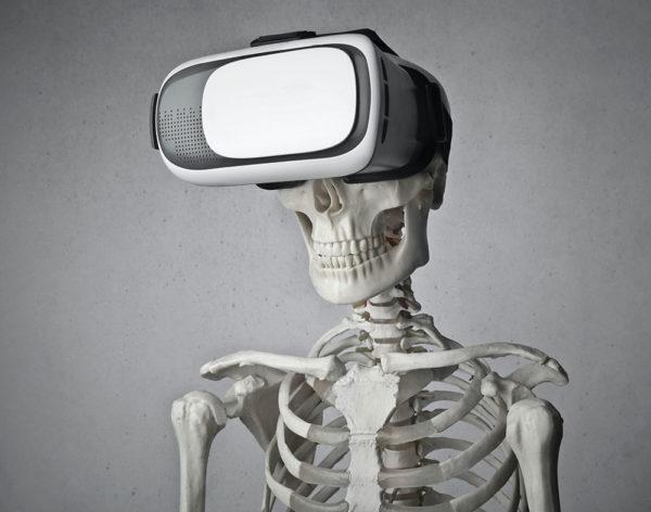 Bild von einem Skelett mit VR Headset